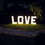 Świetlny napis LOVE