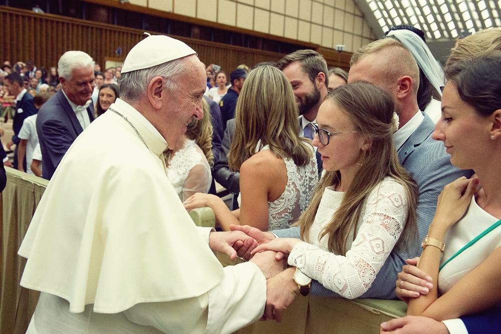 Papieskie błogosławieństwo małżeństw podczas Audiencji Generalnej